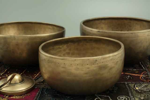 close up photography of bronze bowls